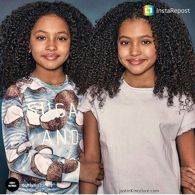 Who else is sending out smiles this Monday morning? The @anaismirabelle twins are giving us their best with their @mixedchickshair