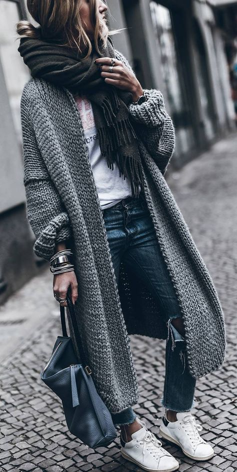 3. Another chunky scarf, but this time with a gorgeous long cardigan. A super comfy style over jeans and a tee.  Photo: Pinterest