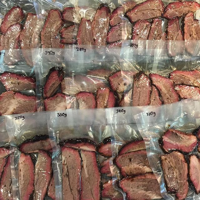 มาแล้วคาาาา Smoked Brisket!!!! #สั่งก่อนได้ก่อน สั่งผ่าน LINE @pick.a.meat เท่านั้นนะคะ