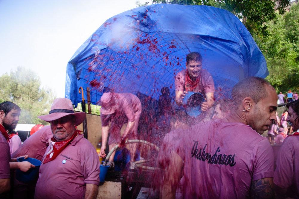 Fotografia de Prensa | La Batalla de Vino Haro La Rioja España - James Sturcke  Photographer | sturcke.org
