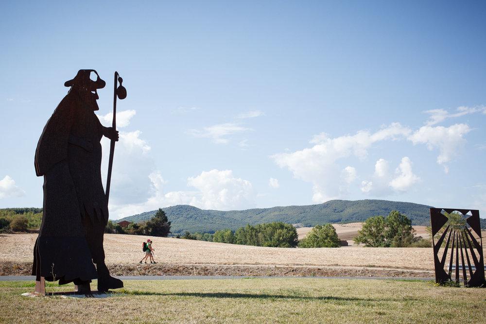 13/09/14 Peregrinos en el Camino de Santiago en Cirueña, La Rioja, España. Foto @ James Sturcke | www.sturcke.org