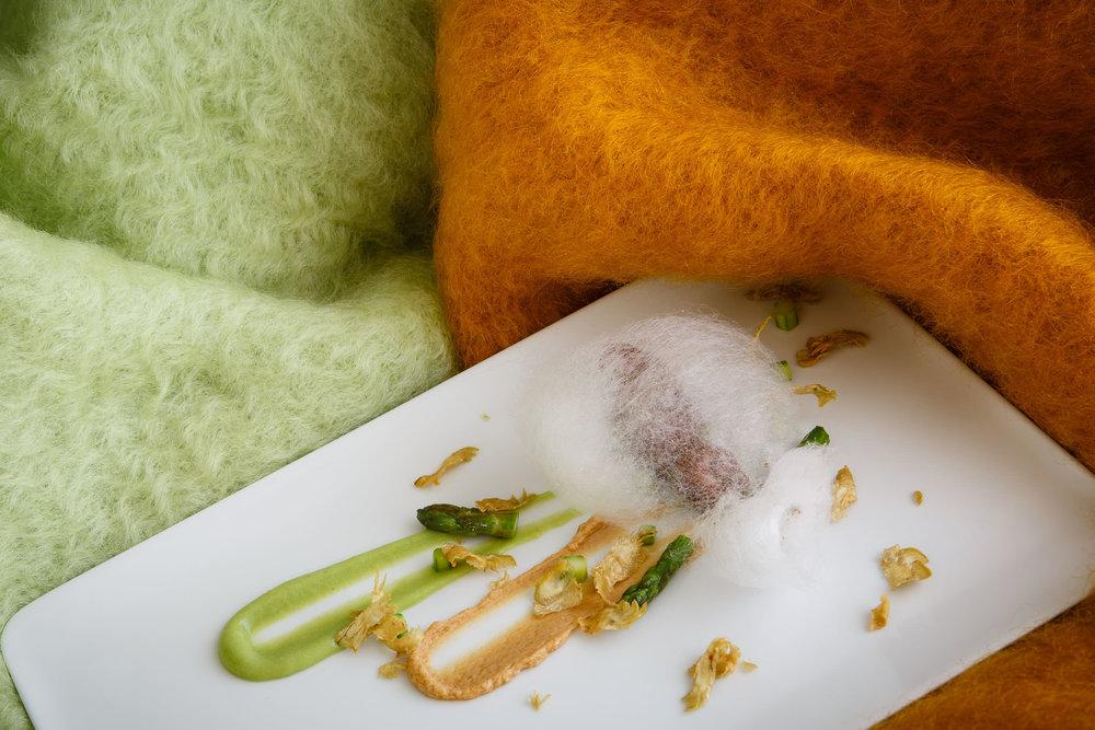 LA LANA, un pequeño homenaje a la tradición textil de Ezcaray. Plato de Francis Paniego, El Portal de Echaurren, Ezcaray, La Rioja, España. Foto: James Sturcke Fotografía | www.sturcke.org