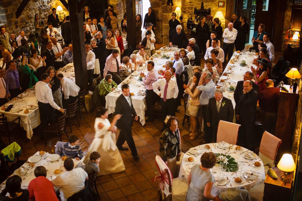 Boda de Argiñe y Pedro, La Vieja Bodega, Casalarreina, La Rioja, España. Fotos: James Sturcke Fotografía | www.sturcke.org