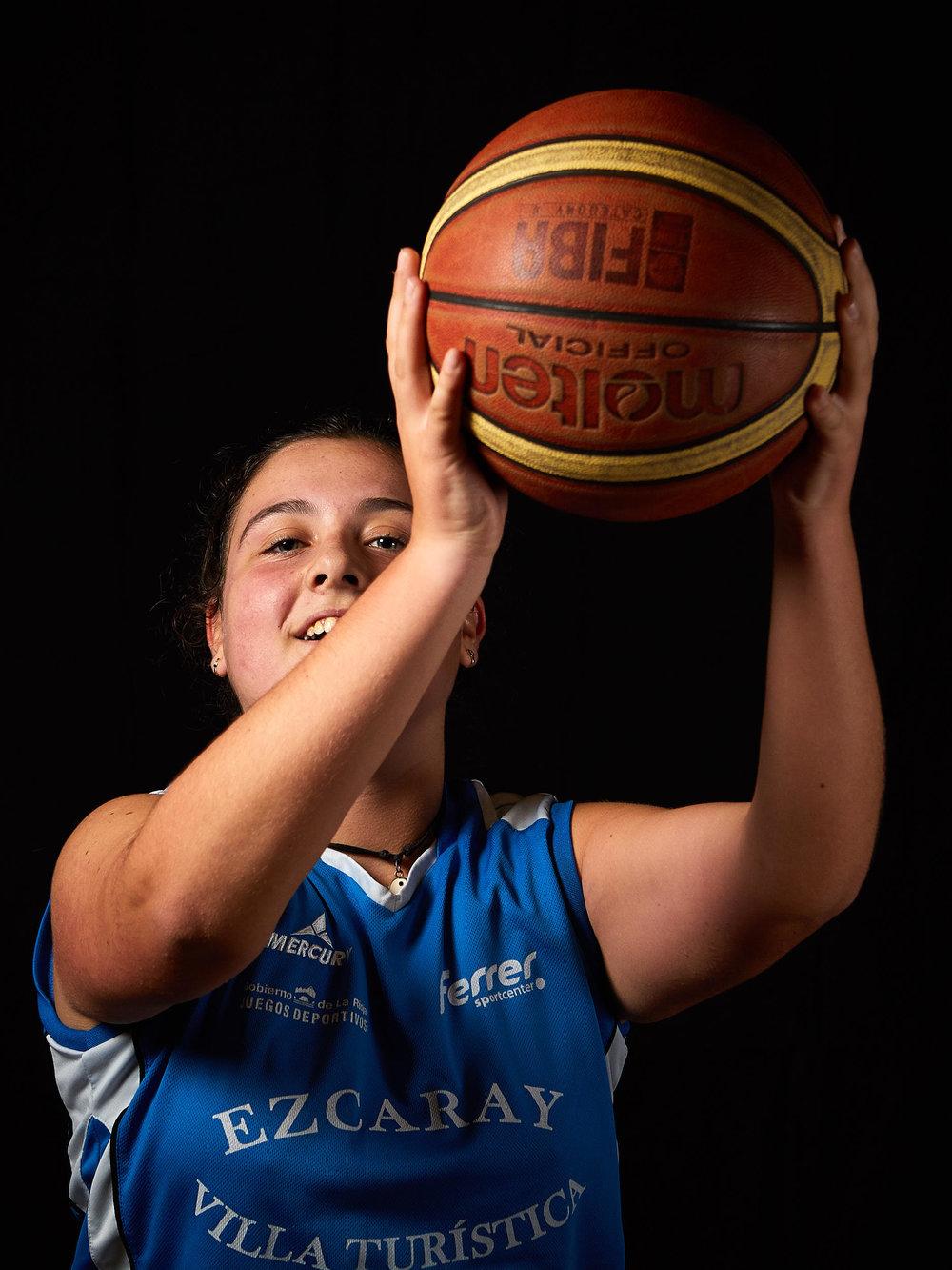 11/11/16 Club de Baloncesto, Ezcaray, La Rioja, España. Foto de James Sturcke | www.sturcke.org