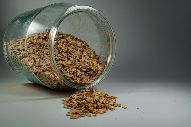 brown-oats-in-clear-glass-jar-3639181.jpg