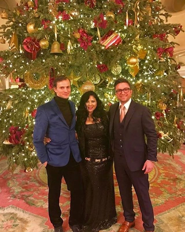 @theritzlondon last night for talks and catch up with @rebecariofrio_artinfusiontv and @elvijs_plugis #theritz #artinfusiontv #pearlpictures #producerlife #christmastree