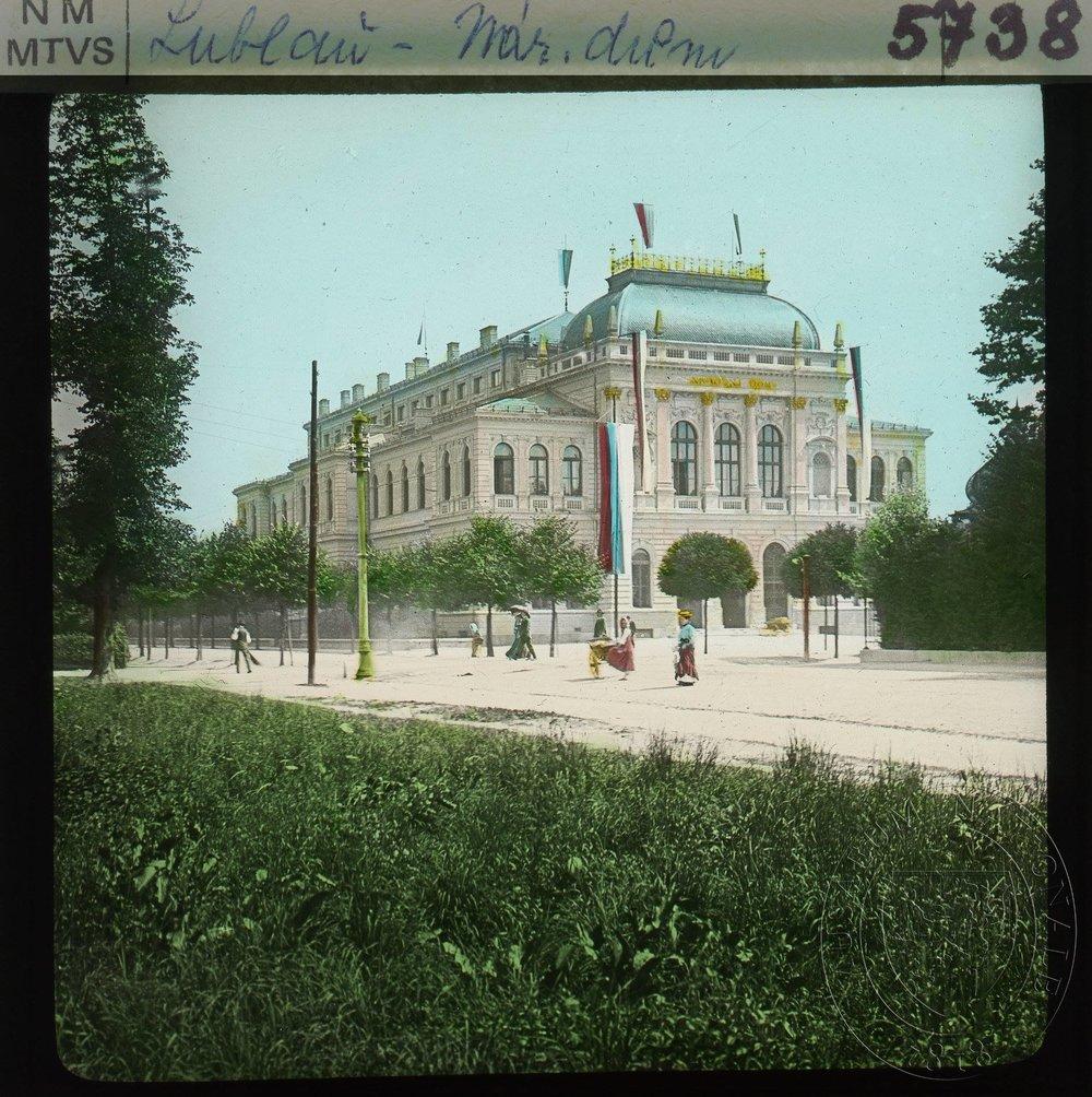 Narodni dom okoli leta 1905