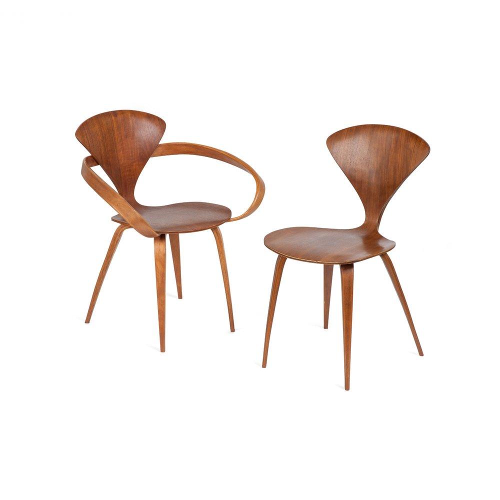 "Стулья ""Cherner chair"" НорманаЧернера, модель 1958 года."