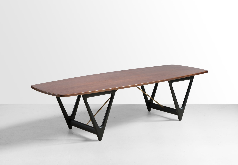 Kurt Ostervig (Kurt Østervig). Кофейный столик Surfboard, 1950-е. Фабрика: Jason Møbler. Тиковое дерево, латунь, черный лак