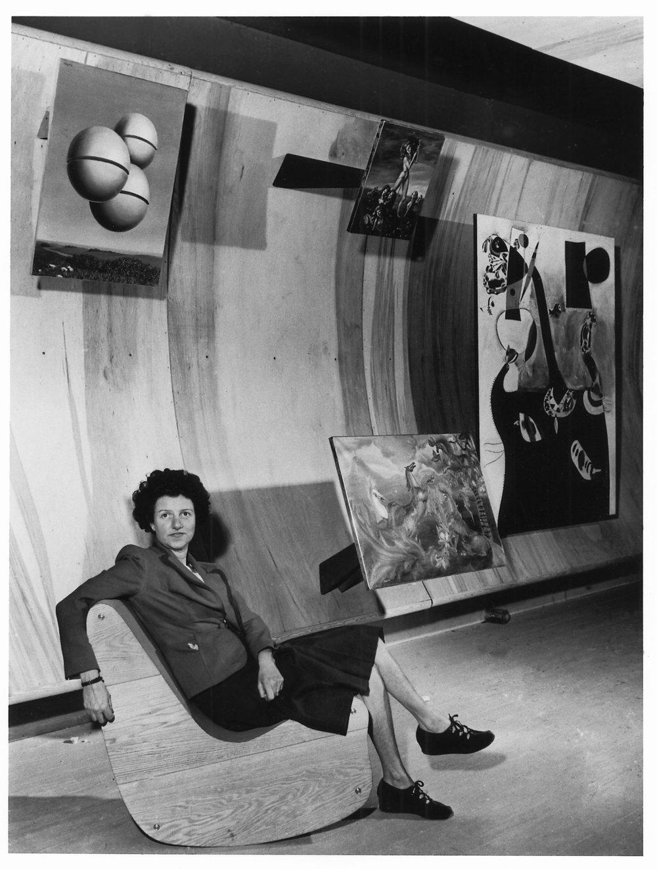 Пегги Гуггенхайм в галерее Art of This Century