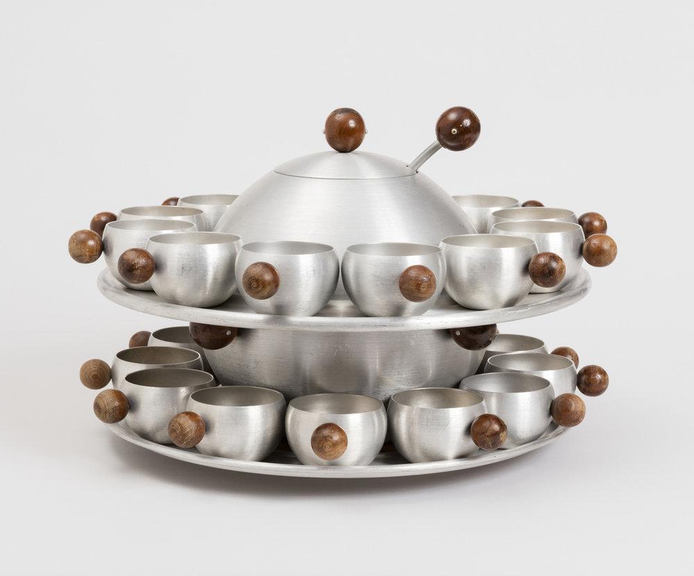 """Рассел Райт. Набор алюминиевой посуды """"Сатурн"""". Ок. 1935. Музей Купер-Хьюитт"""