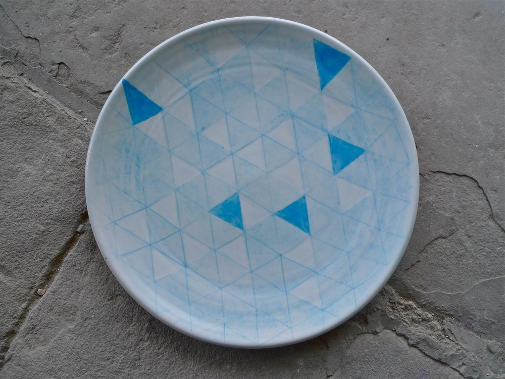 white ceramic body heavy: platter blue triangle line and solid 2 x 40cm (250 E)