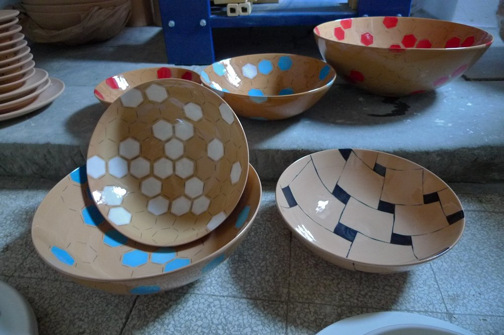 various terra cotta: hexagon(white, blue, red), perspective black 26cm (110E) 31cm (200 E) 40cm (350 E)