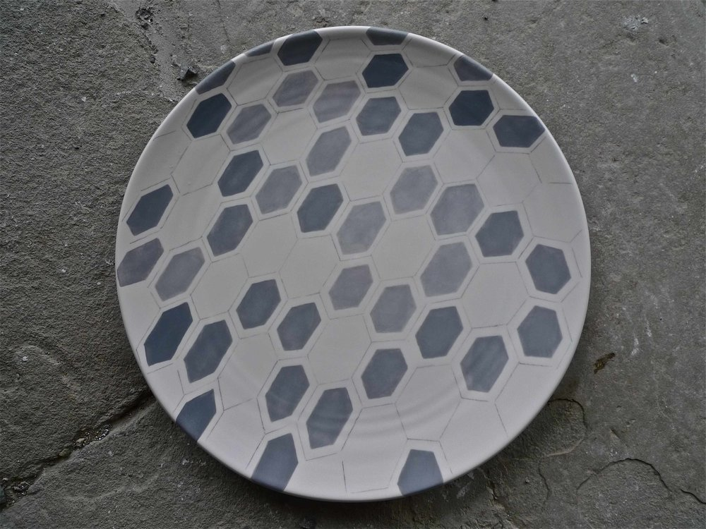 white ceramic body heavy: platter grey hexagon solid and line 2x40cm (250 E)