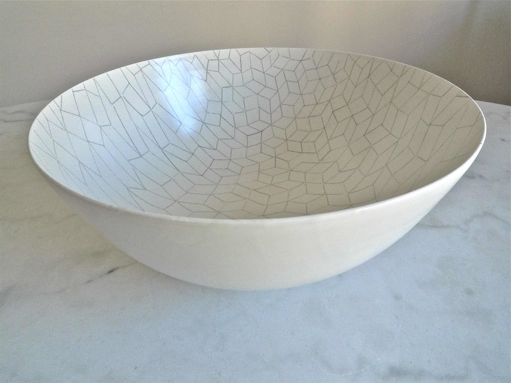 white ceramic body light: bowl trapezoid perspective-line black  15x40cm (350 E)