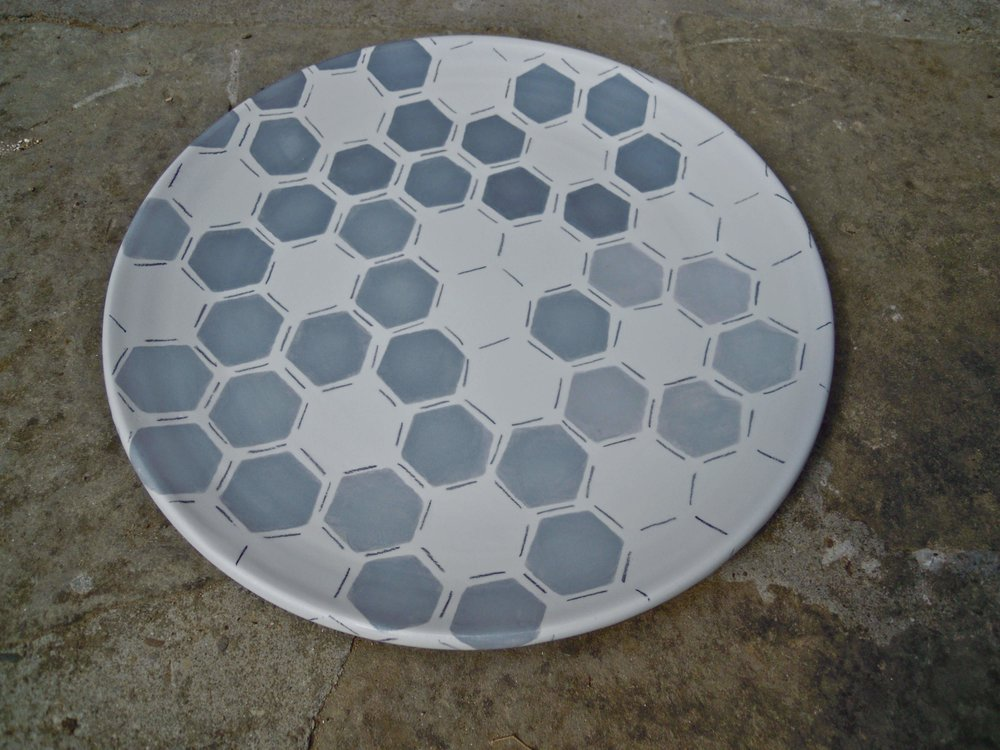 white ceramic body heavy: platter grey hexagon solid 2x40cm (250E)