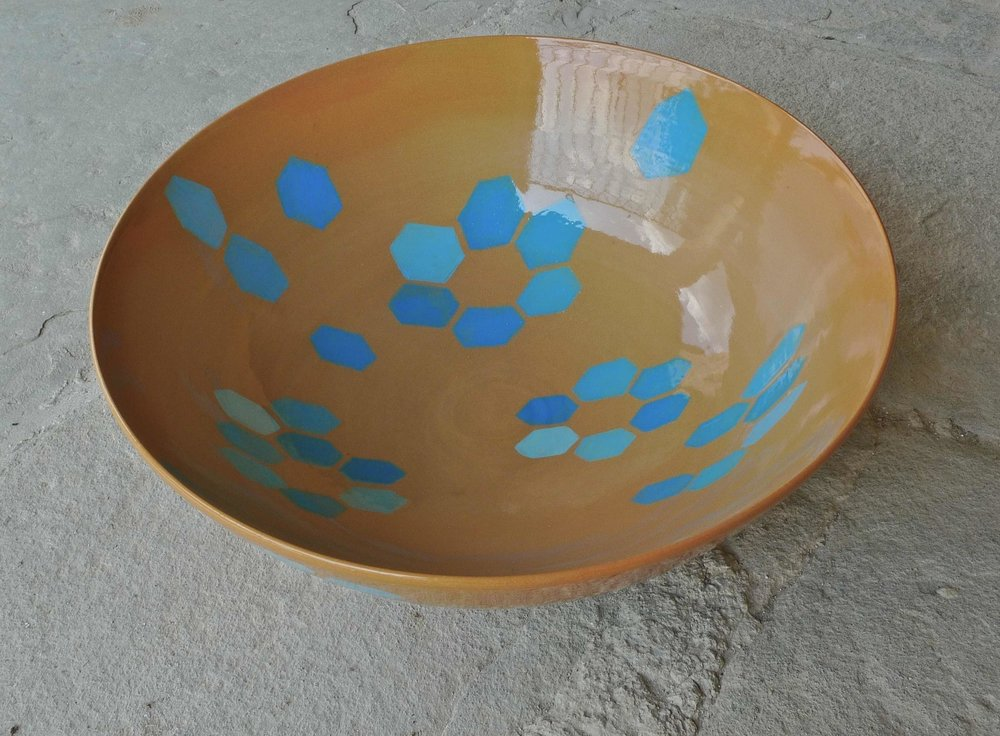 terra cotta ceramic body: bowl blue white hexagon floret 15 x 40cm (350 E)
