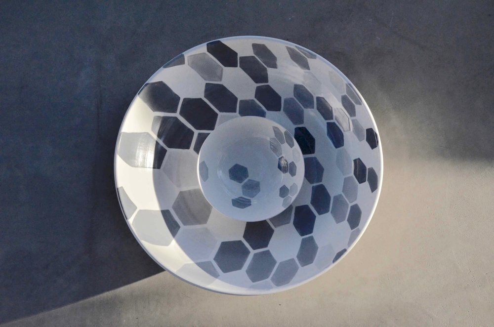 white ceramic body heavy: grey hexagon perspective bowl 16x38 (350E) white ceramic body light bowl 6x15cm (40E)
