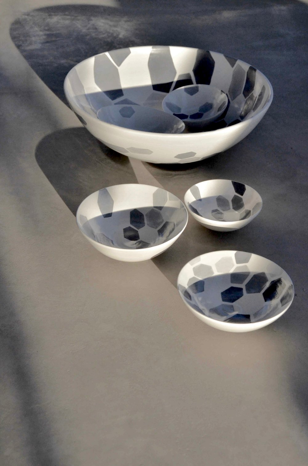 white ceramic body heavy: grey hexagon perspective bowl 16x38 (350E). white ceramic body light bowl 7x20cm (60E) 6x15cm (40E)