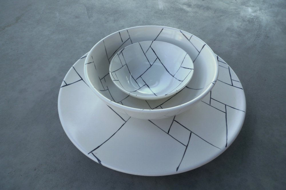 white ceramic body heavy:  bowl 6x20cm (60E) bowl 5x13cm (35E) plate 2x30cm (80E)