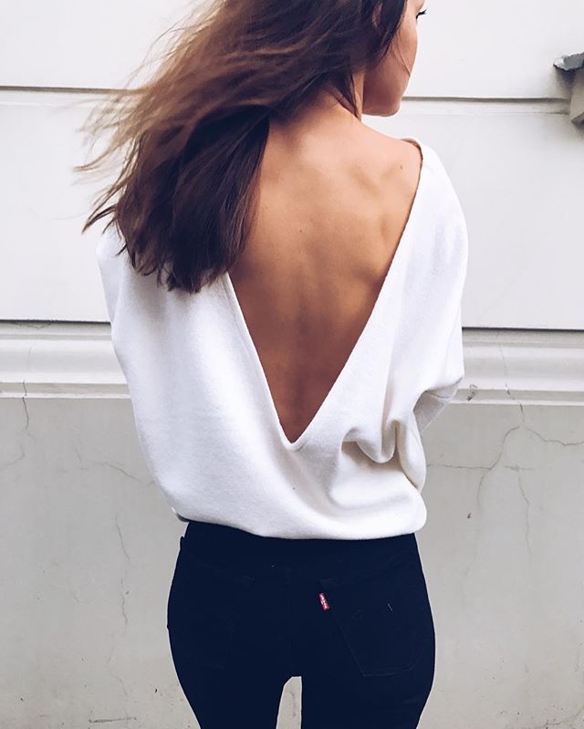 SALE TIME!!! Until we sell out 💋 Autumn • Winter - all -20 % 〰 You snooze You loose remember? #moons #backless #sweater #sale #day1