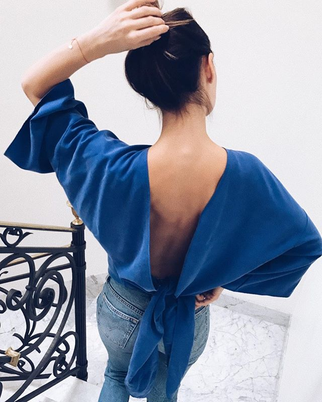 Is this a cool party look or what? 🌊 Denim x Blue MAJA TOP 〰 20 % OFF now! #backless #top #jeans #denim #levis #kimono #ootd #style #fashion #brand #sale