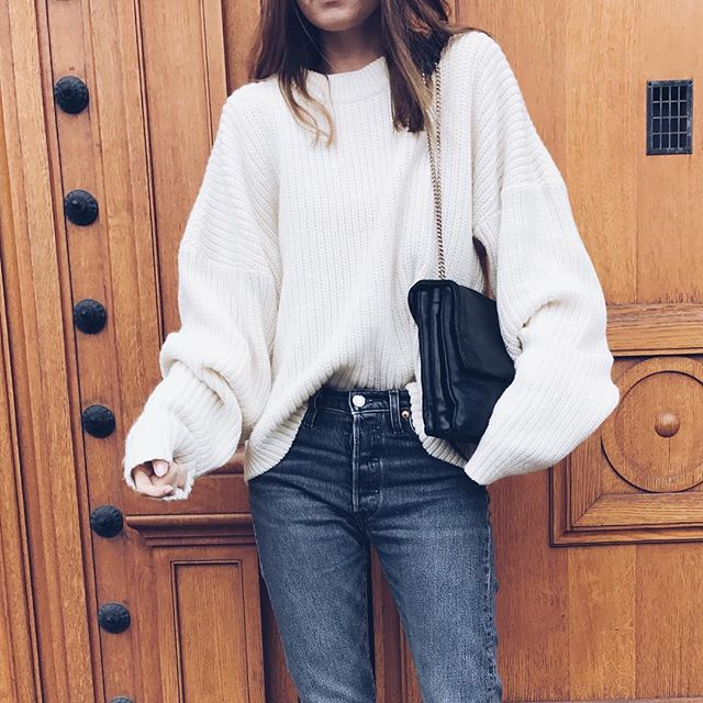 All SALE EVERYTHING from Autumn•Winter!! Sweater NO.5 oh I can't wait to wear it with denim shorts in the Summer ☀️#sweater #allyear #look #simple #sale