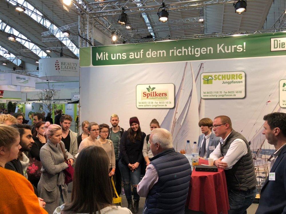 Die Vereinigung dreier Baumschuljungpflanzenproduzenten spricht über vegetative Vermehrungsmöglichkeiten und die Berufschancen in ihrem Bereich