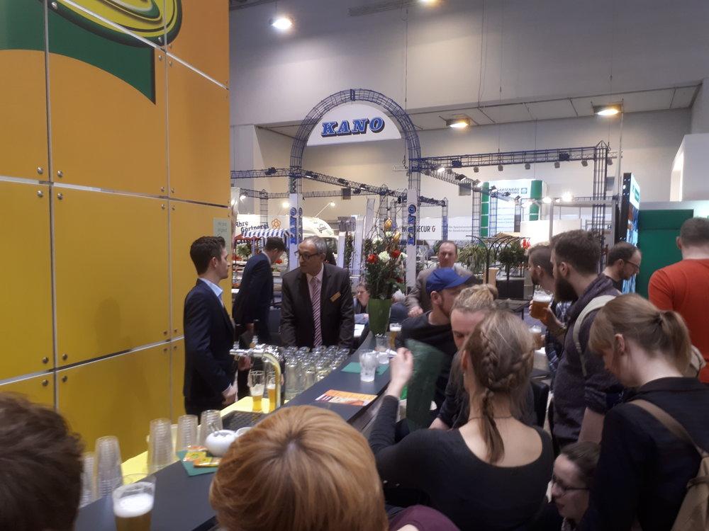 Am Stand der Einheitserdewerke erfolgten mit Herrn Rothenhöfer, Herrn Feick und Herrn Balster Gespräche über die Situation und Zukunft des universitären Gartenbaus und mögliche Kooperationen zwischen Universitäten und Industrie