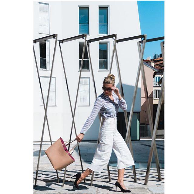 It's a sunny day in Milan💥SS19 Preview 👜👛👜👛 Stay tuned girls! Thanks to @paola_lattarini_photo and @luisa_furnari . . . . #goodmorning #sunnyday #milano #madeinitaly #luxurybag #girlpower #italiandesign #design #creativity #fashiondesign #bag #bags #shoppingbag #newbrand #italianbag #streetstyle #fashionblogger
