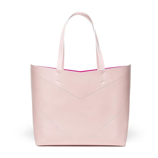 Pink-Friday Mood 💖 New Shopper soon available ... Let's start the weekend girls ⚡️ Ph by @matteo.platania . . . . #friday #pink  #bellonidesilva #pragmantica #shopper #shoppingbag #bag #bags #girlpower #ss19 #madeinitaly #italiandesign #design #fashiondesign #creativity