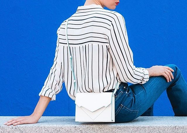 Let's start #mfw ! 🌈 Ph by @paola_lattarini_photo Thanks to @luisa_furnari . . . . #milano #madeinitaly #creativity #bellonidesilva #pragmantica #bag #fashiondesigner #fashiondesign #girlpower #luxurybag #sun #italiandesign #design #fashionblogger .