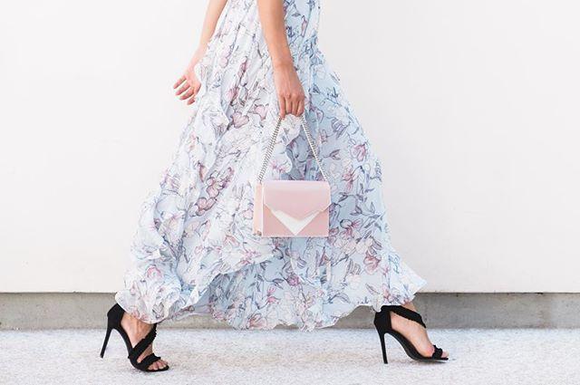 Running into Milano Fashion Week like... 💖  Ph by @paola_lattarini_photo . . . . #mfw #mfw19 #milanofashionweek #milano #bag #madeinitaly #newbrand #newtalent #creativity #fashiondesign #girlpower #italiandesign #design #luxurybag #fashionblogger