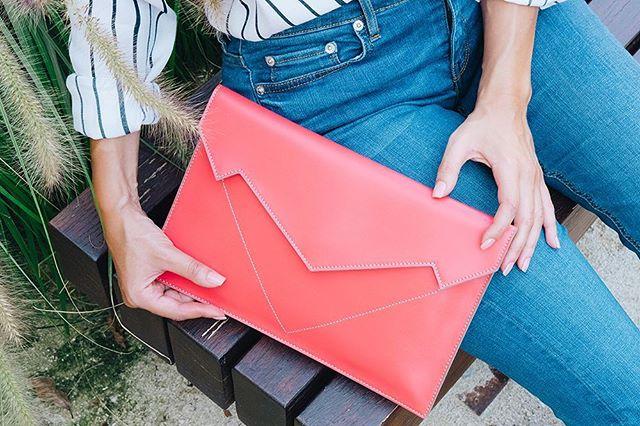 Springtime in Milan 🌈 New Pragmantica XS - Coral Thanks to @paola_lattarini_photo . . . . #bellonidesilva #pragmantica #bag #girls #girlpower #newbrand #bags #luxurybag #fashionblogger #italiandesign #design #fashiondesign #madeinitaly #creativity #milano #spring #ss19 #musthave #coral