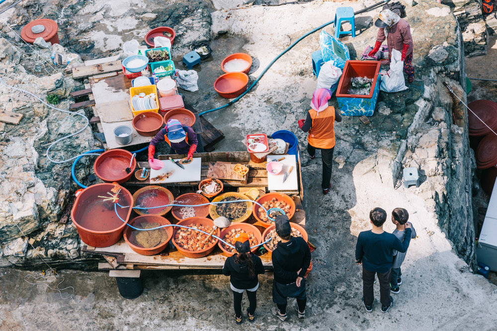 Taejongdae, one of the popular tourist sites in Busan that serves live and raw seafood by the cliff.