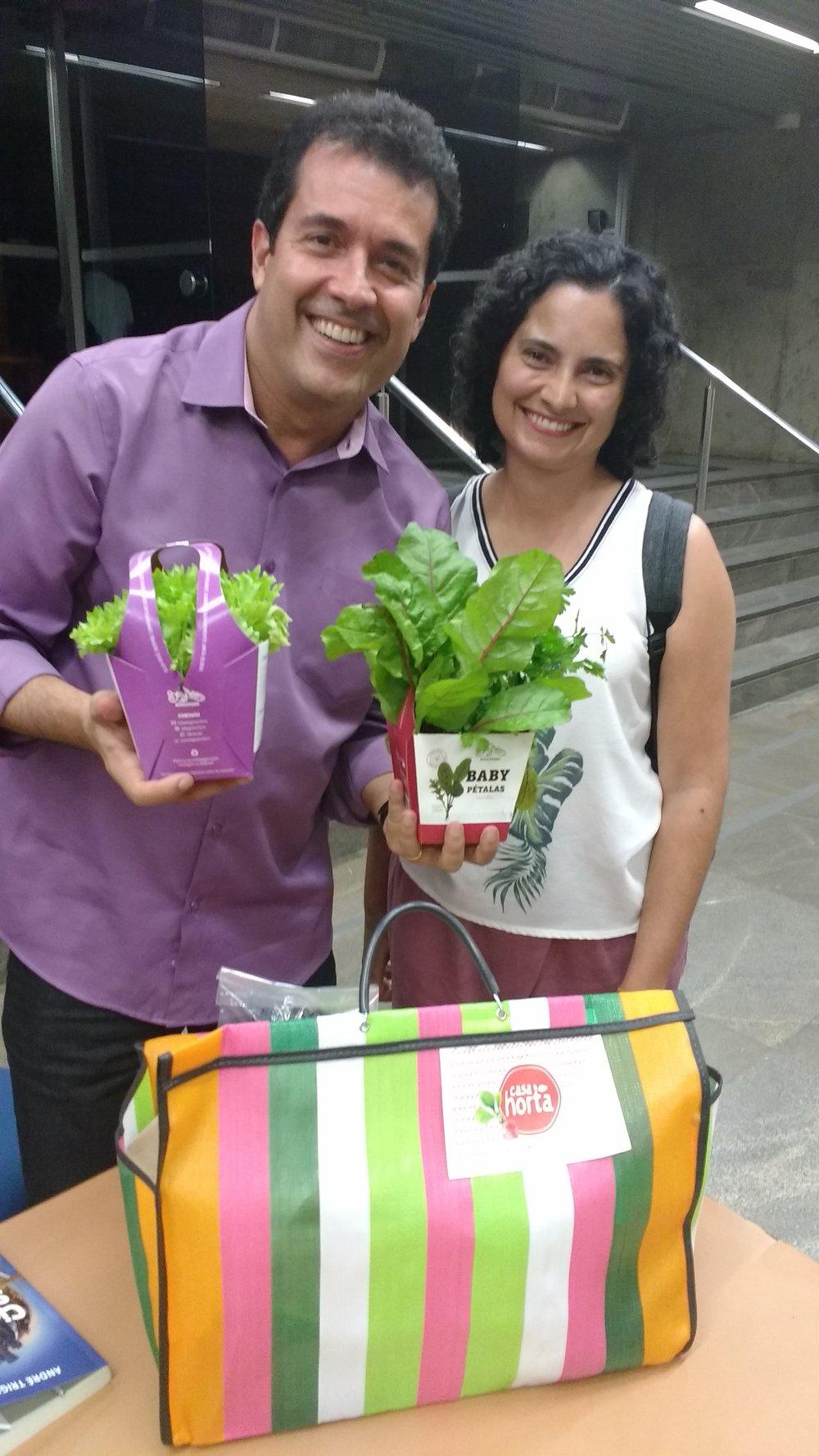 Contamos um pouco sobre a Be Green e a Casa Horta - da melhor maneira, com uma cesta recheada de produtos gostosos, saudáveis e confiáveis :)