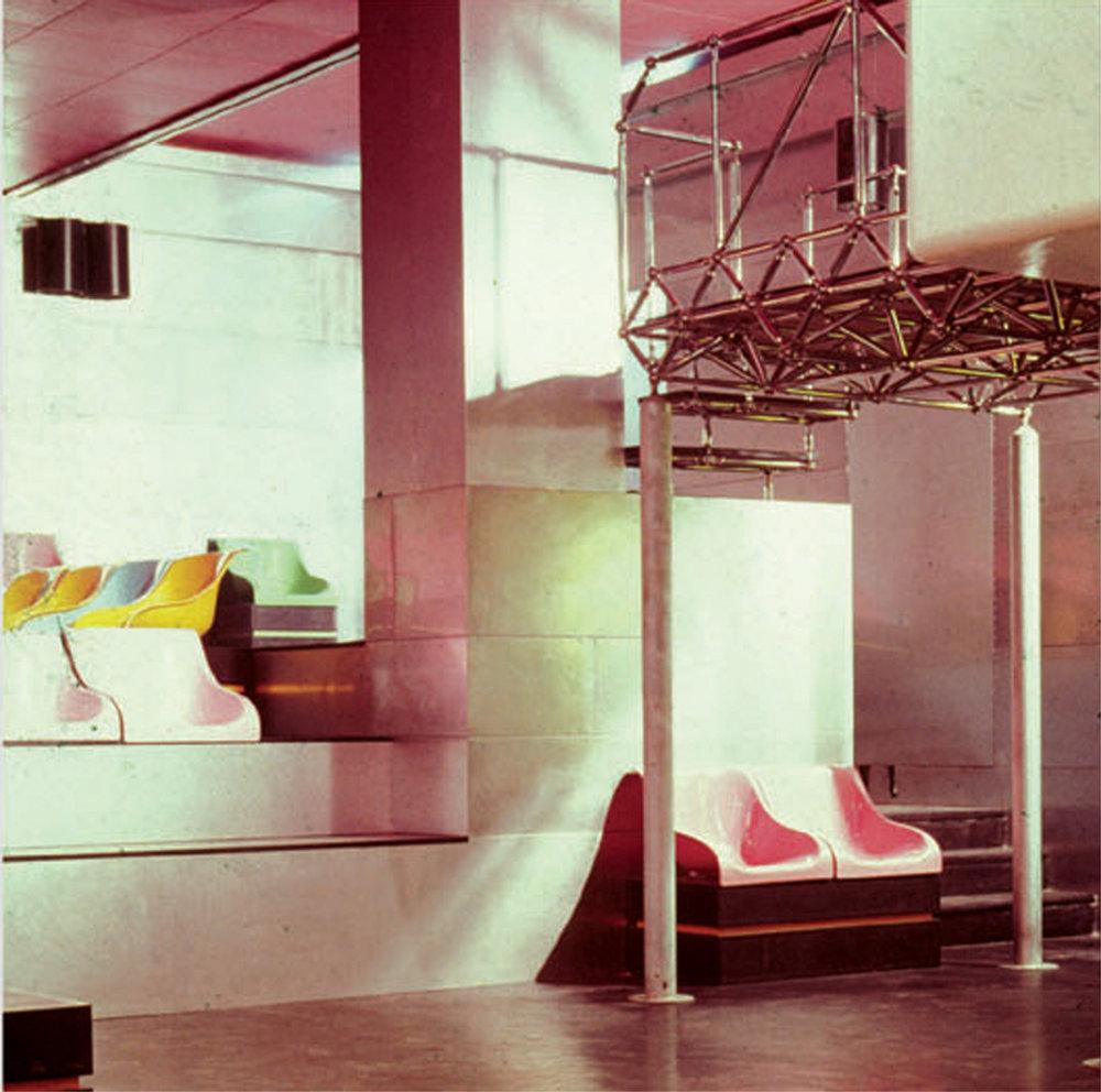 Piper Pluriclub, Turin, 1966. Architectes : Giorgio Ceretti, Pietro Derossi, Riccardo Rosso.  Photographie d'époque, courtesy Pietro Derossi
