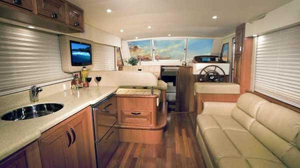 mainship-35-interior-01.jpg