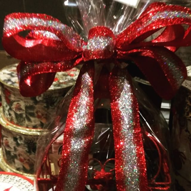 This #holo glitter bow has made the bird cage basket so much #extra. #christmas #holiday #yyc #calgary #giftbasket #shoplocalyyc #christmas #customorder