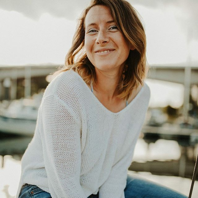 What started out as a quick photo of Kate & her boat soon turned into a mini photoshoot. I couldn't help myself! Kate is a beautiful woman, Tamarind is a stunning boat and the light was just perfect 👌🏻 🌞 🚤 What better time to share these photos than on this beaut's birthday. Have an amazing day @kateowen89. Can't wait to give you a great big cuddle later! xx