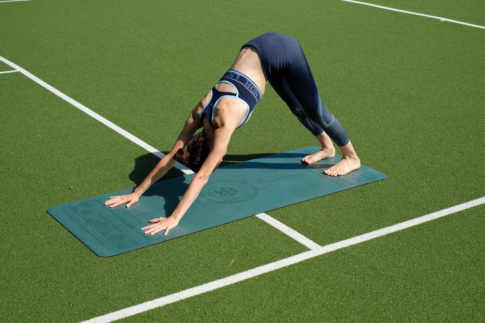 Kat's mat is Kat's own brand -  www.yogi-bare.co.uk  and she's wearing LNDR  https://lndr.uk