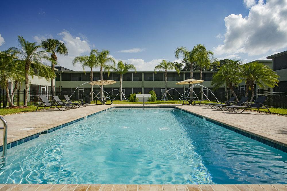 largo-pinellas-clearwater-one-bedroom-rental-pool.jpg