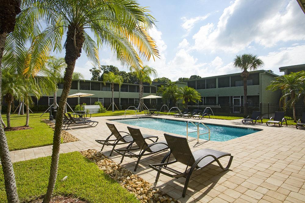 largo-pinellas-clearwater-one-two-bedroom-rental-pool2.jpg