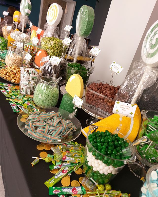 We found the pot of gold ☘️🍬🍭 . . . . #oakbrook22 #ob22 #stpattysday #lucky #events #candybuffet #yum #chicago
