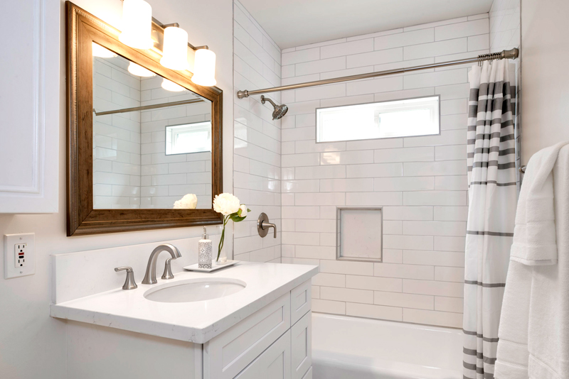 Vacant Home Staging; bathroom