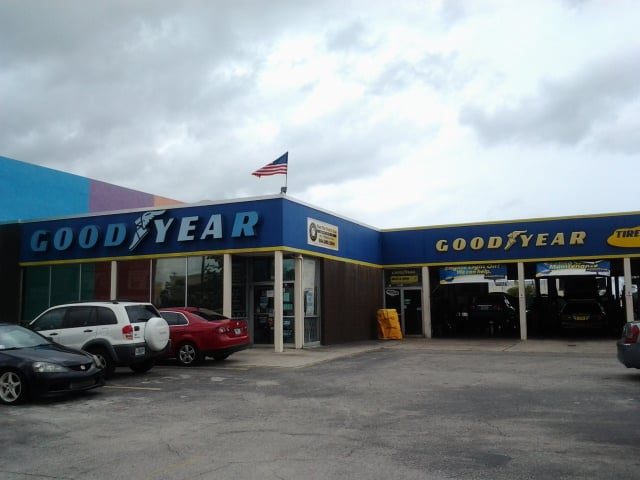 fleet tire and auto goodyear automotive digital signage.jpg