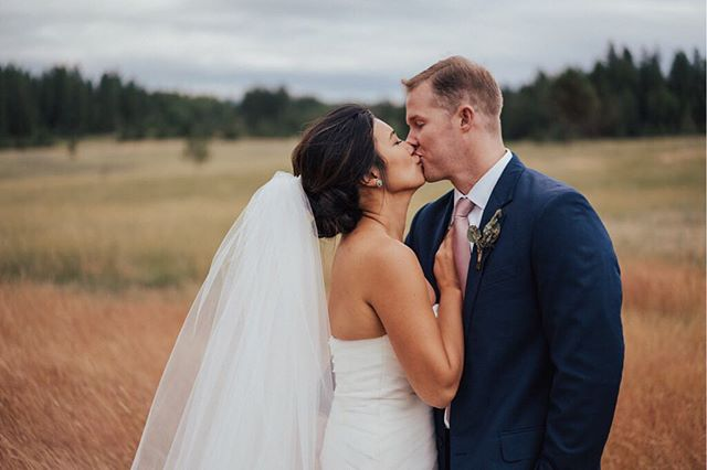 Spring & summer brides! Now is the time to book a fitting with BeFitted! ⏳ 👰: Regina 📸: @nateperkes // #GetBeFitted #WeLoveOurCustomers #Wedding #WeddingDress #Bride #BridalTailor #BridalFitting #Engaged #NoVA #BookToday #WeddingInspo #DailyInspo #BrideInspo #DressInspo #WhiteByVeraWang