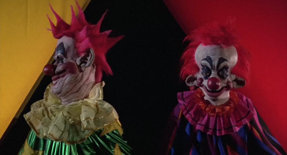 Killer-Klowns-from-Outer-Space-1988-00-18-58.jpg