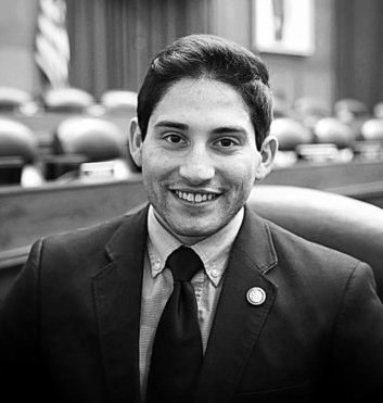 """""""The Lex Fellowship revolutionized the way I understand my career goals and provided me with the intellectual foundation necessary to achieve them.""""   Razi, Hillsdale College, Lex Fellow '17"""