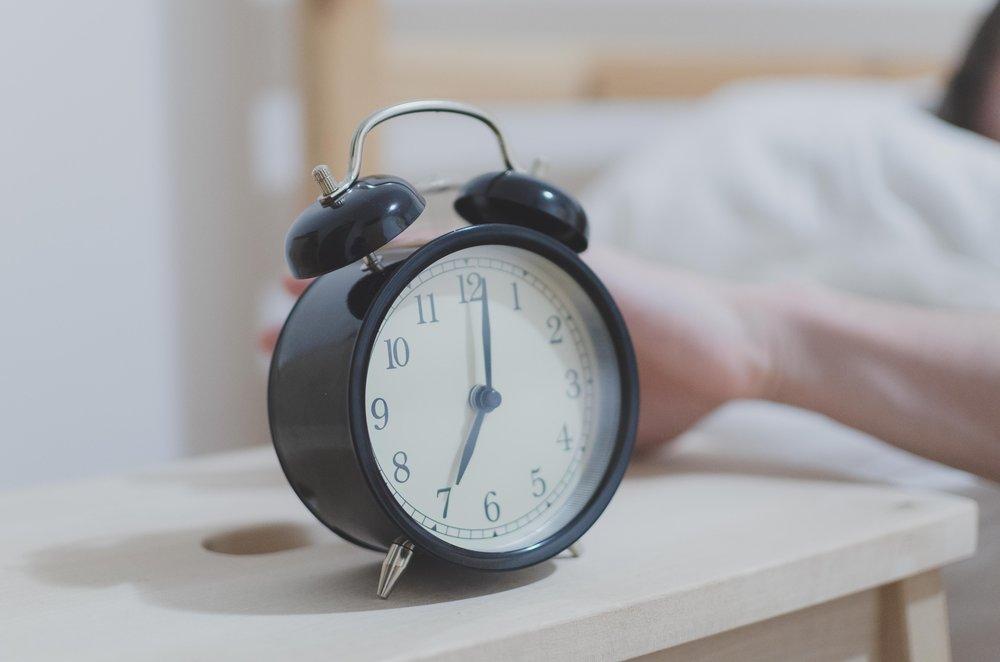 alarm-alarm-clock-analogue-280257.jpg